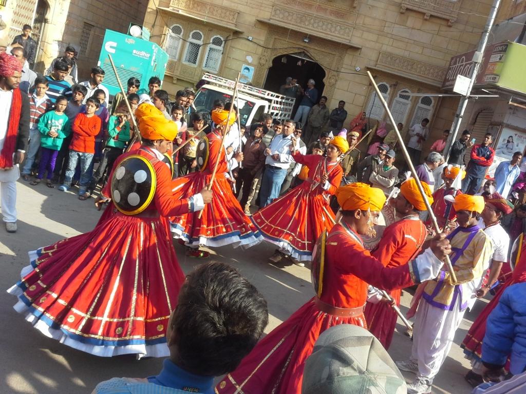 danze tradizionali al festival del Deserto,  Jaisalmer,  India,  Rajasthan,  copyright Cristina Favento