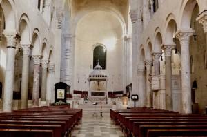 La Cattedrale di Bari vuota al  tempo del corona virus