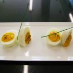 Uova sode ripiene di tonno e tartufo