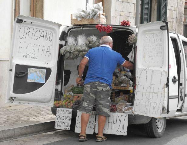 Il furgone carico di meraviglie di Natalino