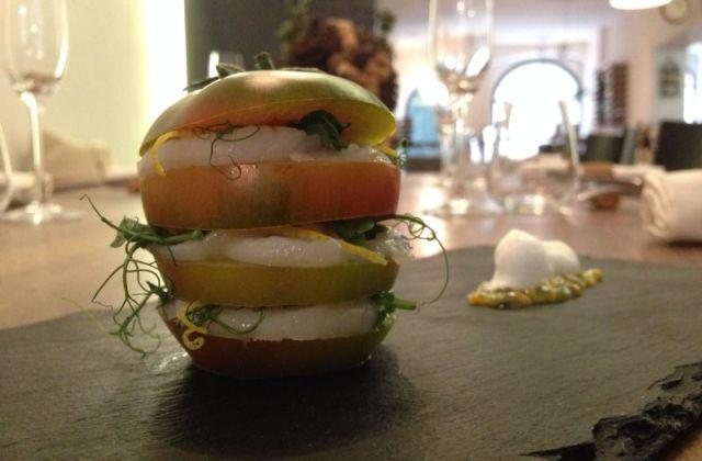 Caprese di capasanta, passionfruit, vaporizzata di limone -di Beppe Ciavarella ( ristorante La Claque, Molfetta)