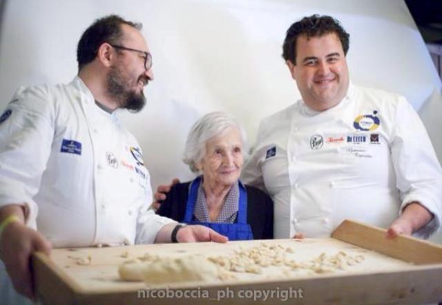 Al centro nonna Lucia, a sinistra Francesco Nacci, a destra Gennaro Esposito