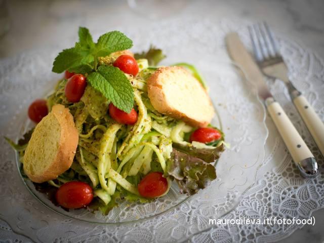 Tagliatelle di zucchine e avocado