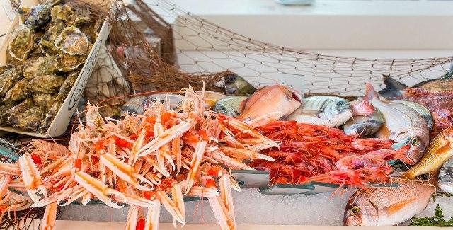 Il banco del pesce a vista nel ristorante Da Tuccino