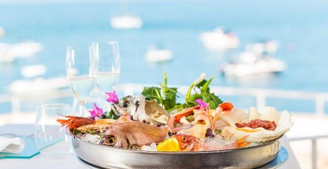 """Tuccino è una delle eminenze della ristorazione pugliese: il """"re"""" del crudo di mare"""