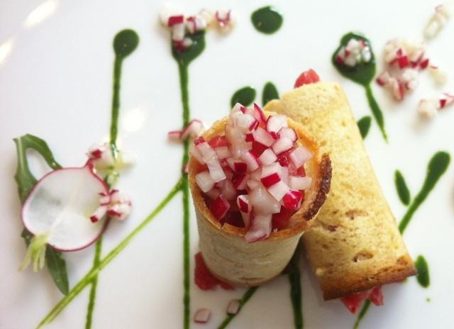 Croccante di pane con battuta di manzo ed emulsione di rucola del mar Adriatico dei vincitori della Med cooking school di Ceglie Messapica (Brindisi)