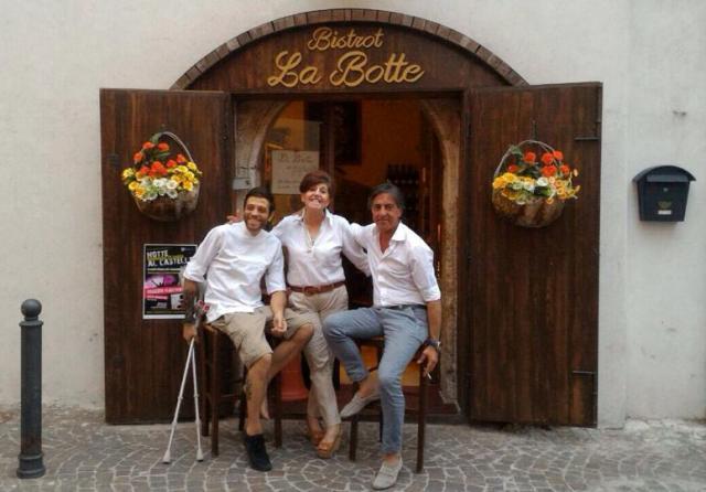 Da sinistra Gianluca De Feo, Patrizia e Roberto Lebrun del bistrot La Botte a Foggia