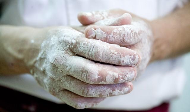 mani-con-farina