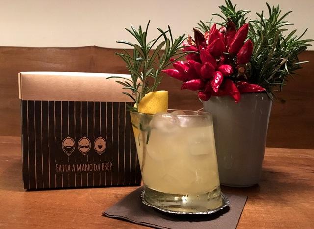 Dietro l'angolo di Francesco Cito (Bbep): tequila, lime, sciroppo homemade al peperoncino e infuso timo, limone, St. Germain