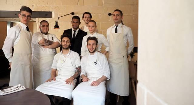 La brigata del ristorante Bros, in via degli Acaya 2 a Lecce