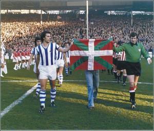 Iribar e Kortabarria con la bandiera basca
