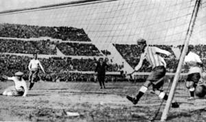Il primo gol dell'Uruguay in finale: segnato da Dorado