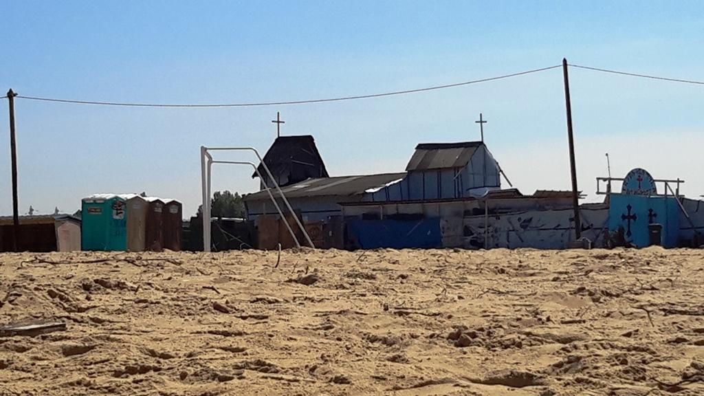 Il campo di calcio all'interno del centro rifugiati di Calais - foto mia