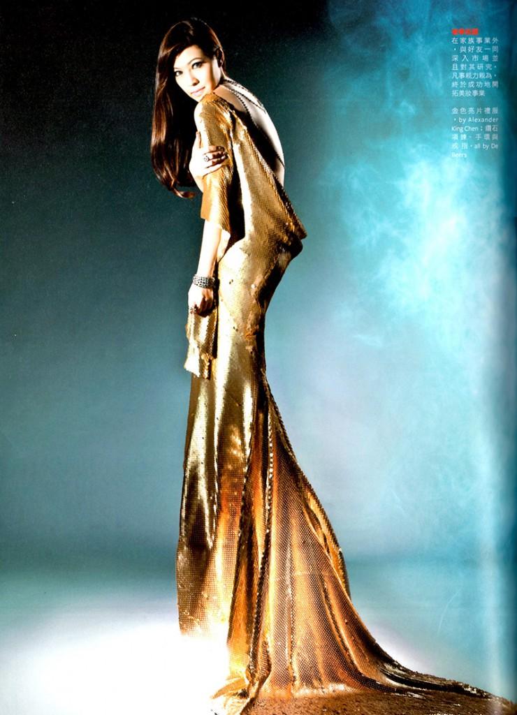 La famosa socialite Michelle Bridgette Liao con un abito di Alexander King Chen copia