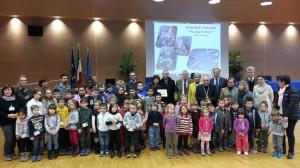 foto gruppo prime tre scuole premiate