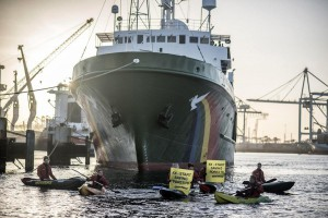 Greenpeace a Rotterdam impedisce scarico olio di palma