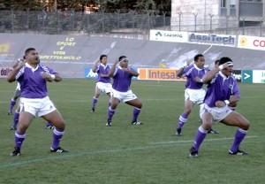 L'Haka dei samoani andata in scena nel 2001 all'Aquila