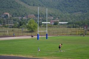 Tommaso Allan in campo a Fiuggi per l'allenamento ai piazzati