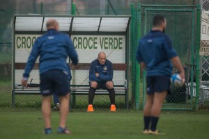 Sergio Parisse assiste all'allenamento
