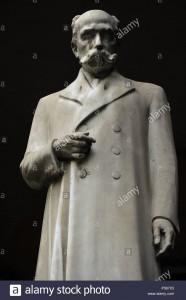 camillo-golgi-1843-1926-medico-italiano-il-patologo-scienziato-e-premio-nobel-per-la-pace-statua-universita-degli-studi-di-pavia-litalia-p567x3