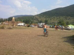 in bici al Lost Theory festival