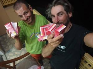 Francesco Cassardo, a sinistra, con Cala Alberto Cimenti quando hanno lasciato i medicinali di WorldFriends al centro di Askole