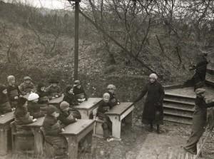 Immagini di scuole all'aperto in Germania, Olanda, Danimarca e a New York