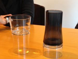 Il prototipo del bicchiere double-face di Joe Colombo e il modello oggi in produzione