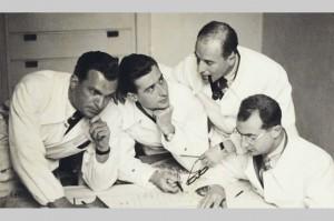 I quattro soci dello studio BBPR, da sinistra, Peressutti, Belgiojoso, Nathan Rogers, Banfi (immagine tratta dal sito legnocurvatodesign.it)