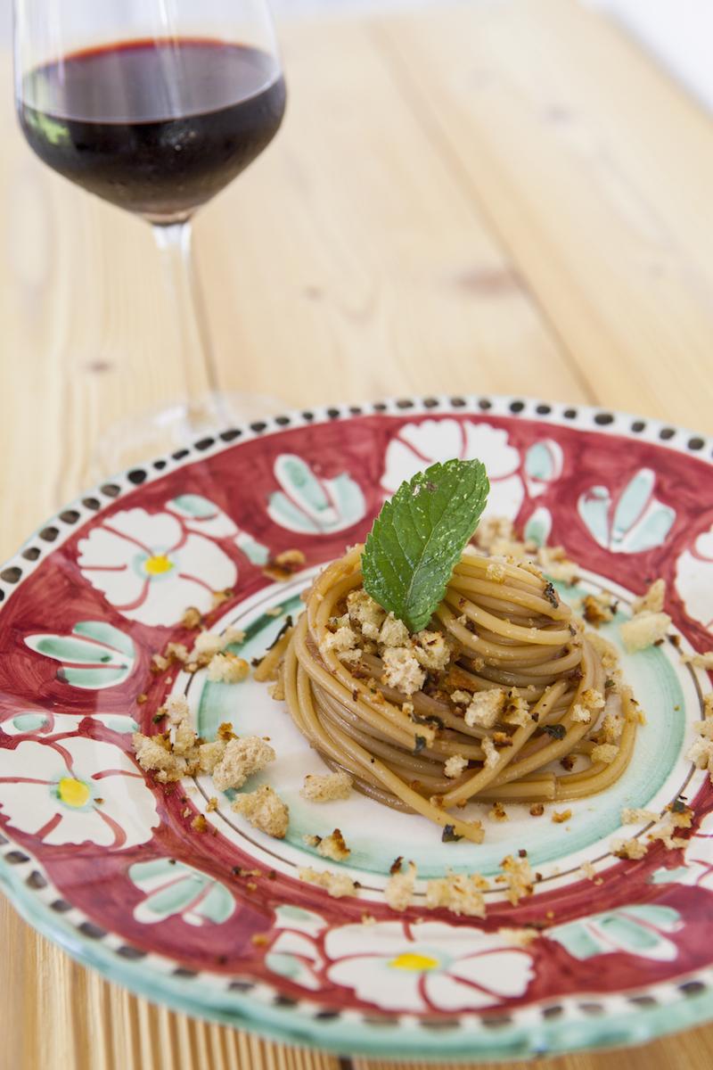 44. Spaghetti agrodolce alla cipolla rossa di Tropea con briciole di pane profumato - 63
