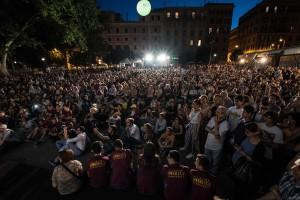 Il pubblico in piazza per Farhadi