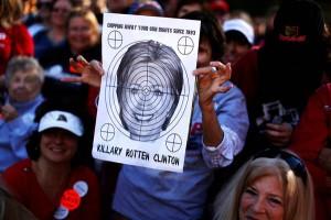 161026-clinton-target-sign-trump-rally-1127_447e86aeebdeb4ead09885af4bc09f86-nbcnews-ux-600-480