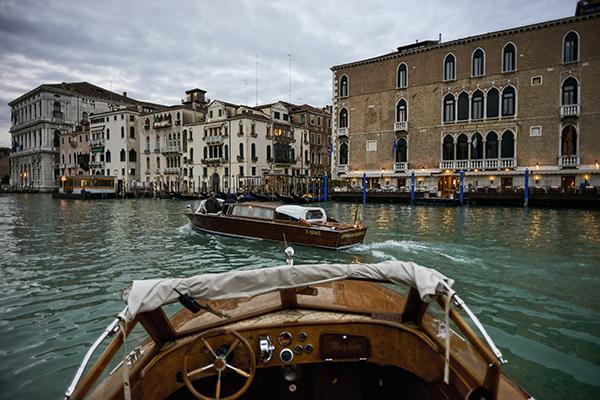 Vivere in modo autentico la città lagunare, prendendo parte ad esempio a tour notturni in barca per apprezzare il silenzio della città (foto Valentina Sommariva)