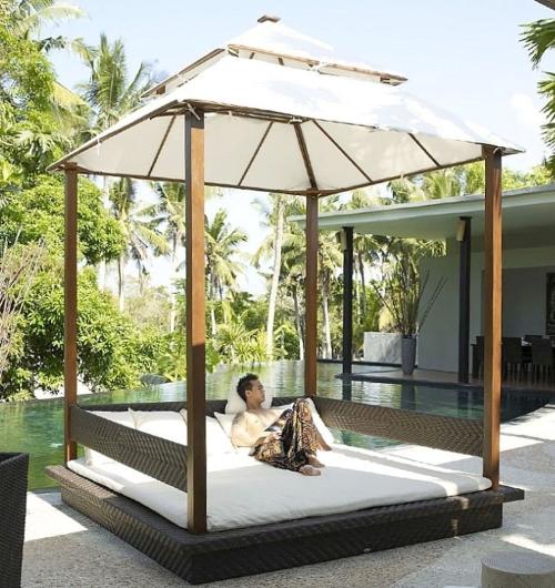 Il letto a baldacchino per esterni - Casa & Design