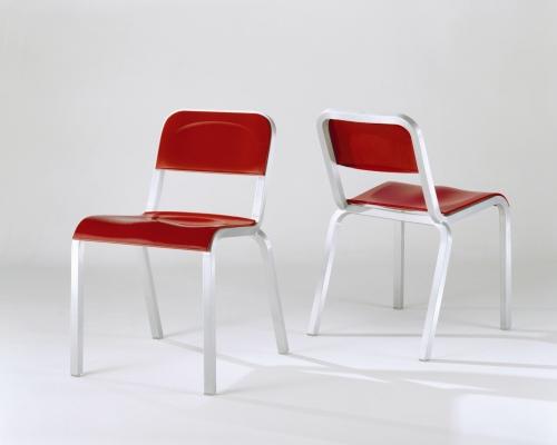 1951, sedia di Emeco, riedizione della storica seduta prodotta in passato per gli ospedali del governo Usa