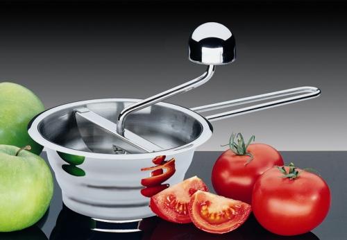 Passaverdure, per chi manderebbe al rogo il minestrone surgelato. Distribuito da Schoenhuber, 30 euro