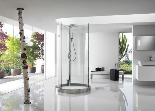 Il bagno è al centro della casa. Accade con Transtube di Roca, la doccia che si apre a 360 gradi