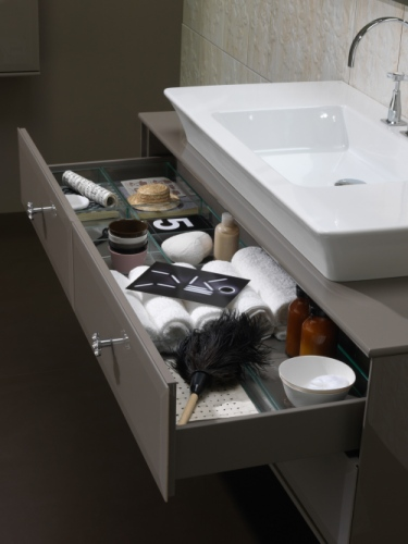 Il cassettone si nasconde sotto il lavabo, della linea Vintage di Regia
