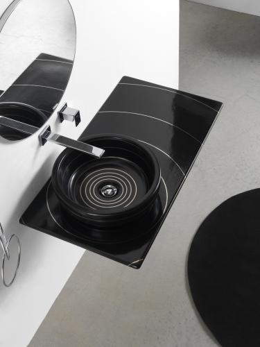 Texture è la nuova collezione di Olympia Ceramica, in versione nero a cerchi concentrici