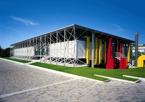 La sede centrale di B&B Italia a Novedrate, in provincia di Como, ridisegnata da Renzo Piano