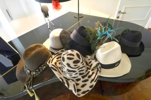 Fa collezione di molte cose Margareth Madè: per esempio di cappelli, meglio se degli anni Trenta o Quaranta