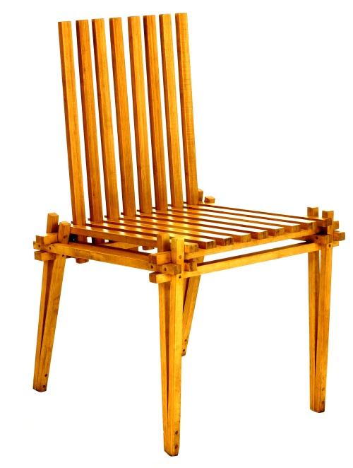 Nuova applicazione delle antiche tecniche di carpenteria<BR>che massimizzano <BR>le prestazioni<BR>del bambù, <BR>questa sedia <BR>è stata progettata <BR>da Mann Singh