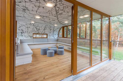 Il living della tree house belga