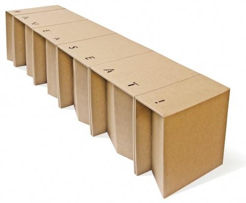 Questa panca componibile ospita fino a quattro persone ed è smontabile e ripiegabile. Un'idea di Etcetera