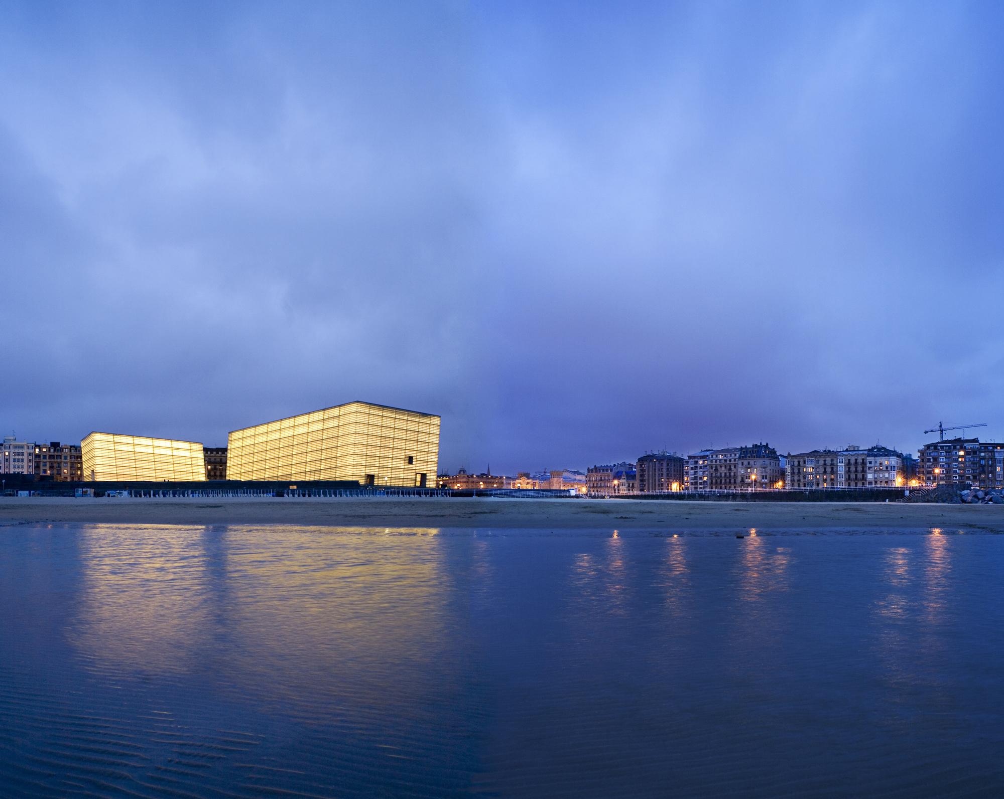 Kursaal Concert Hall di San Sebastián. Qui il paesaggio è fra i più ricchi e frastagliati che si possano immaginare