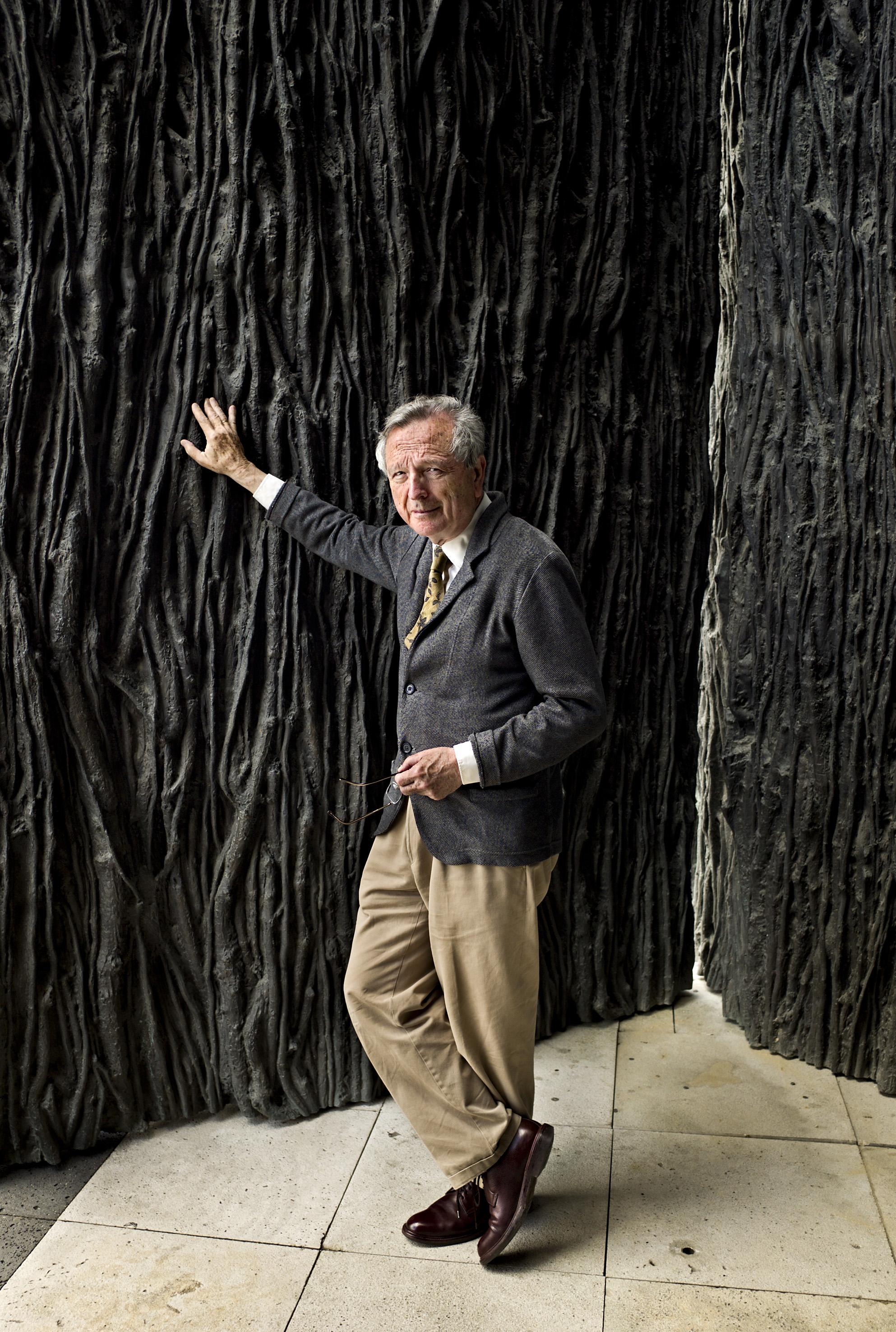Rafael Moneo, spagnolo, classe 1937, Pritzker Prize nel 1996, che ha  costruito edifici peculiari e riconoscibili, all'insegna di questa  professione di fede limpida e precisa