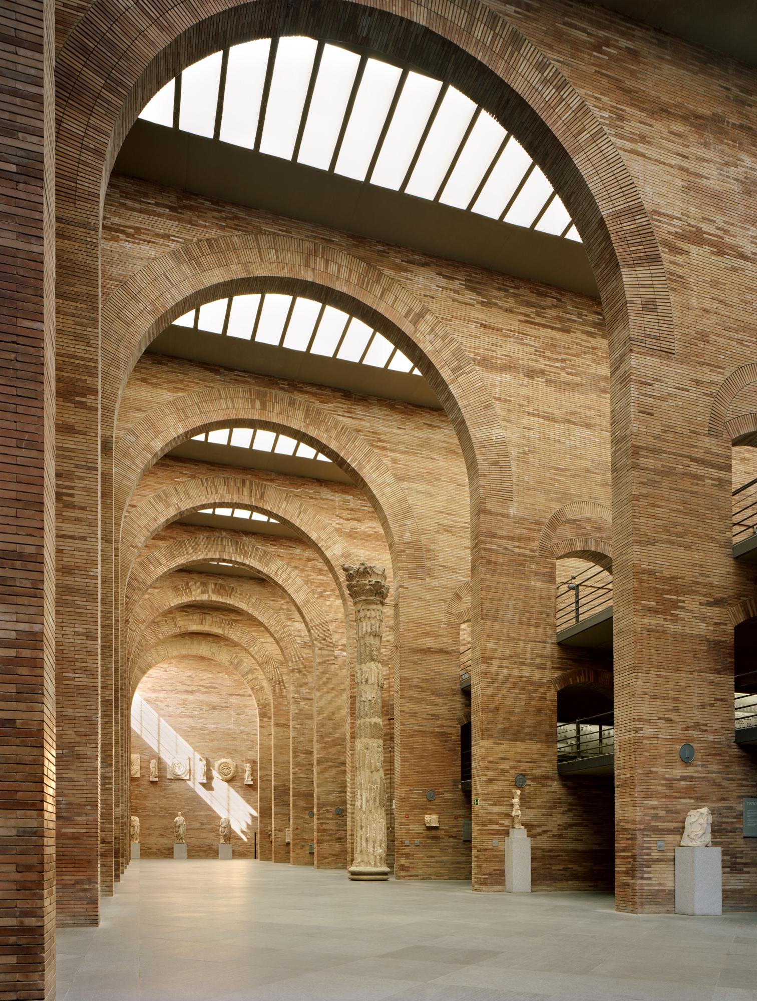 I suoi edifici dialogano con l'identità del luogo, l'amplificano e la interpretano sia che si tratti di grandi interventi
