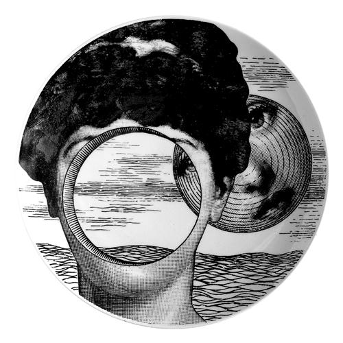 Lo sguardo femminile, presente in tantissime opere di Fornasetti