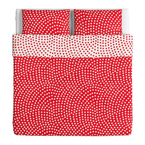 Per unire tradizione e utilità, il copripiumino rosso con due federe. Di Ikea, costa 29,90 euro
