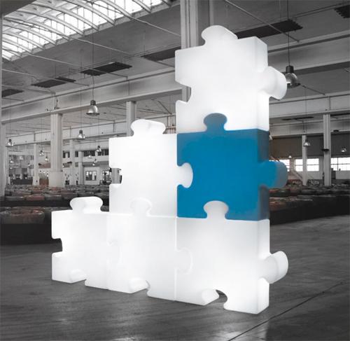 Gli elementi luminosi di Slide si incastrano come pezzi di puzzle